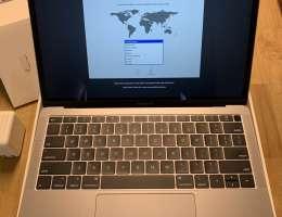 "للبيع حهاز MacBook Air 13"" i5 2018, 16GB, 512GB"